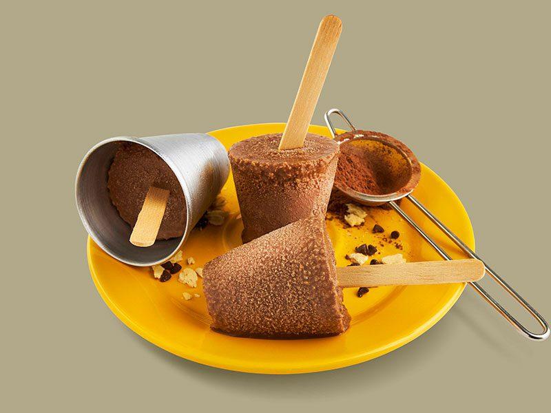 Paletas de Chocolate con Galletas Saltín Noel
